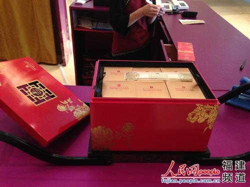 福州香格里拉大酒店售价999元的月饼礼盒 邹家骅摄