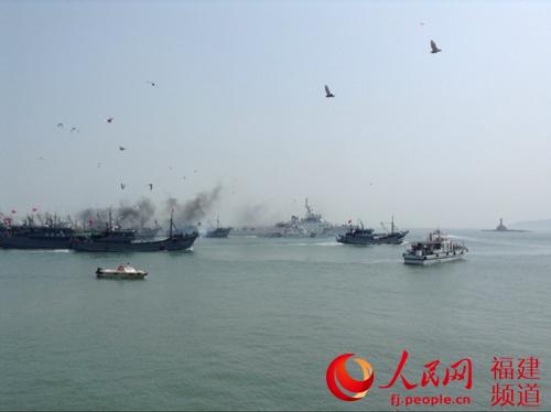东山开渔,400多艘渔船同时出海 李章亮摄
