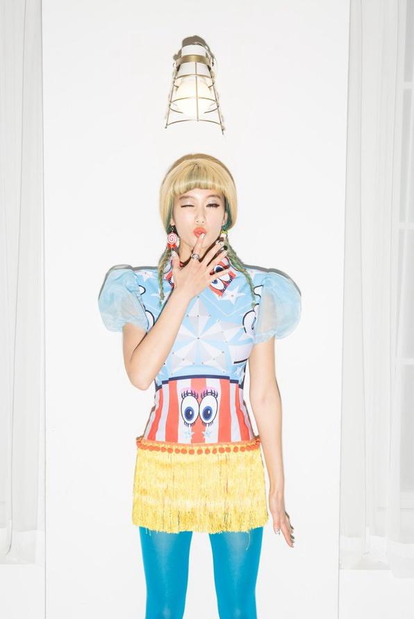 韩国寡妇性感Clara唱《可爱颂2》引热议MV照女星性感黑漫图片威图片