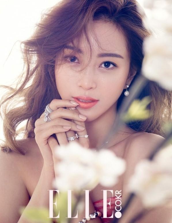 2月13日讯 韩国演员韩艺瑟变身春之女神拍摄画报公开.-韩艺瑟变身