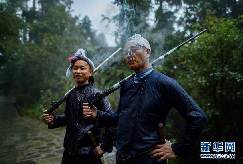 探秘中国最后一个枪手部落