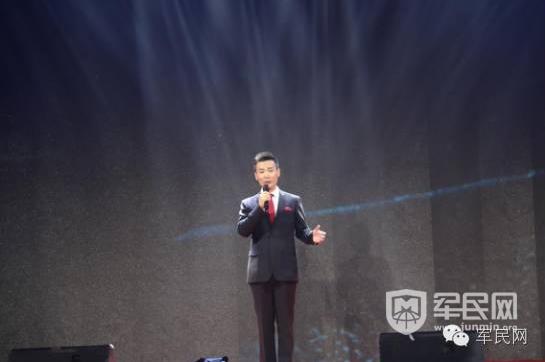刘和刚现场演唱《父亲》,《拉住妈妈的手》