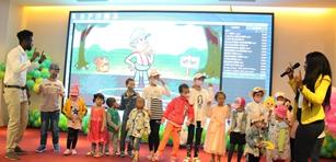 """福建协和医院为白血病儿童提前过儿童节        在""""六一""""儿童节前夕,福建协和医院儿童血液科举办了一场""""六一大联欢"""",邀请120多个患儿度过了不一样的儿童节。[阅读]"""