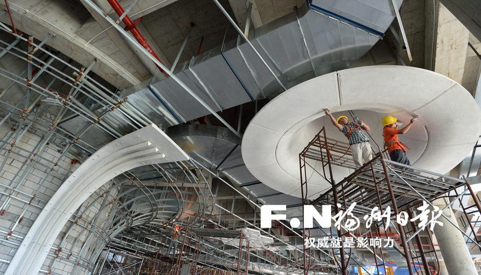目前,海峡文化艺术中心五大场馆主体钢结构已封顶,金属屋面板也基本