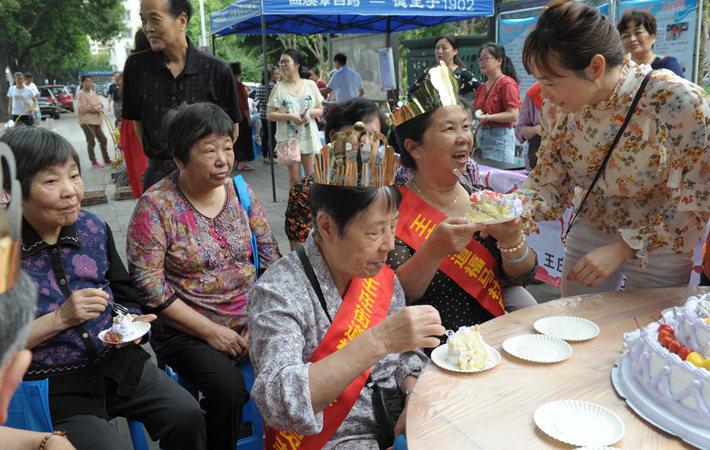 """福州:爱满""""母亲节"""" 平安千万家"""