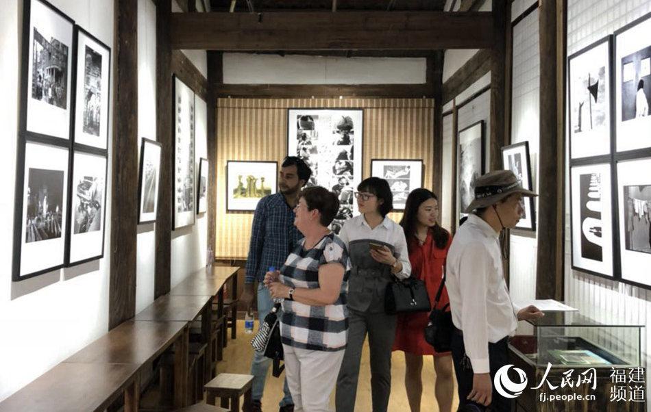"""30年老照片受收藏市场青睐 福建摄影家倡导""""原作意识"""""""