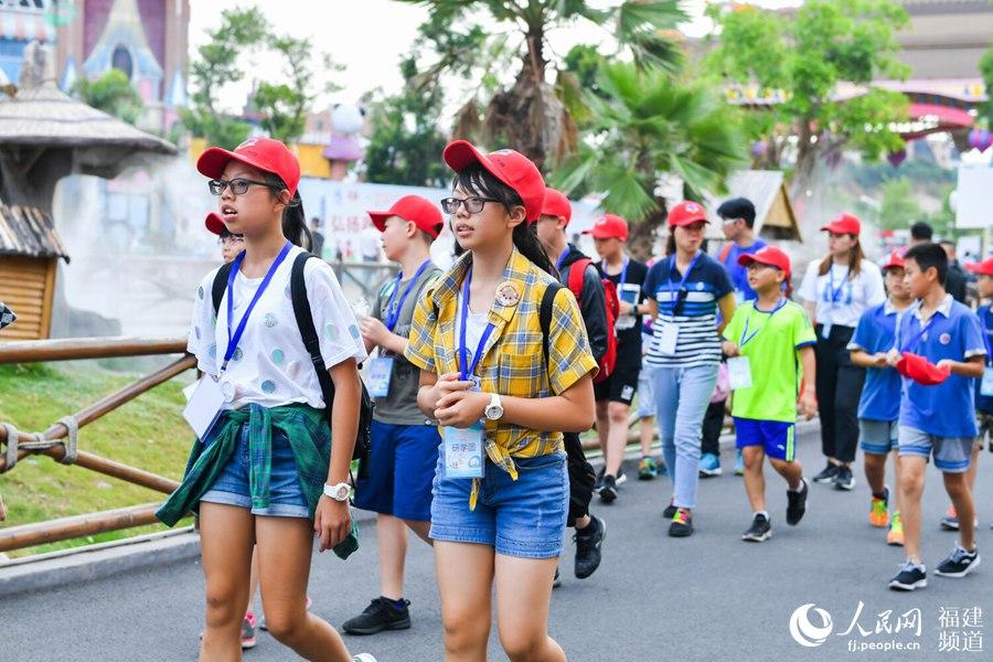 两岸青少年研学营在厦门开营 200名台湾营员研学中增强归属感