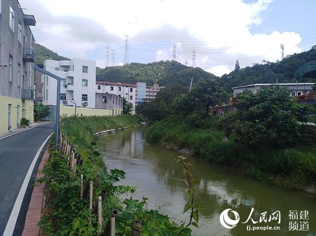 """福建福清:干渠改造变""""福渠"""" 水清岸绿生态美"""