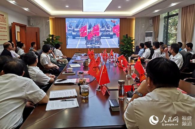 福建省委军民融合办组织收听收看