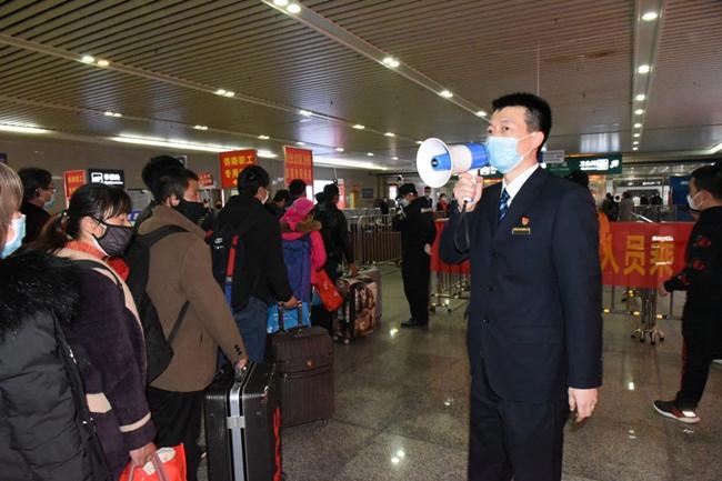 """福州火车站迎第二趟""""复工专列"""""""
