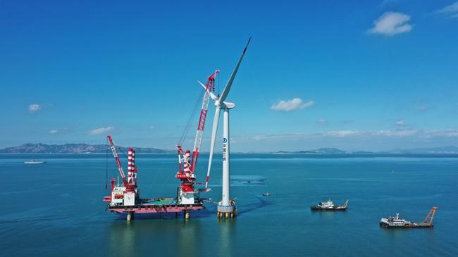 由三航局承建的興化灣海上風電二期項目完成亞太最大、國內首台單機容量10兆瓦風機安裝。中交三航局廈門分公司供圖