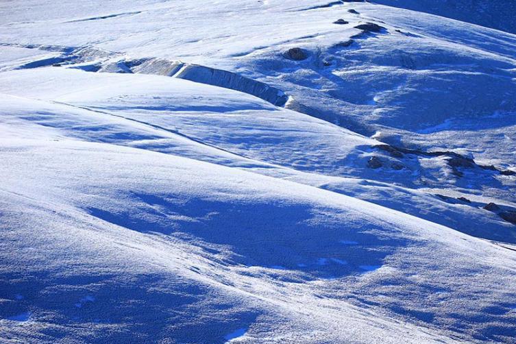 雪后新疆黑山草原美成仙境