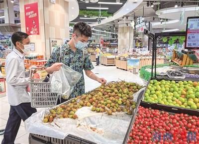 """今年是荔枝的大年产量高 大幅降价""""荔枝自由""""来了"""